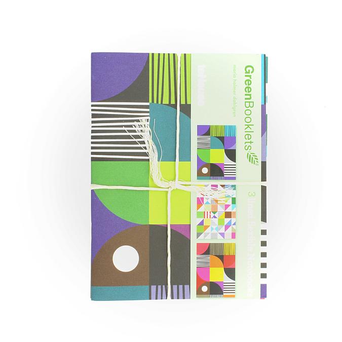 Set de 3 cahiers avec 3 couvertures différentes 14,9 x 20,9 cm pages blanches. Motifs