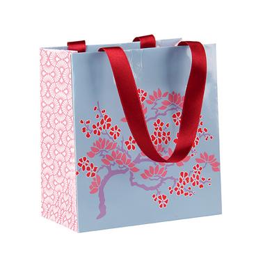 sac en papier pour cadeau motif sakura 14 x 7 5 x 15 cm clairefontaine chez rougier pl. Black Bedroom Furniture Sets. Home Design Ideas