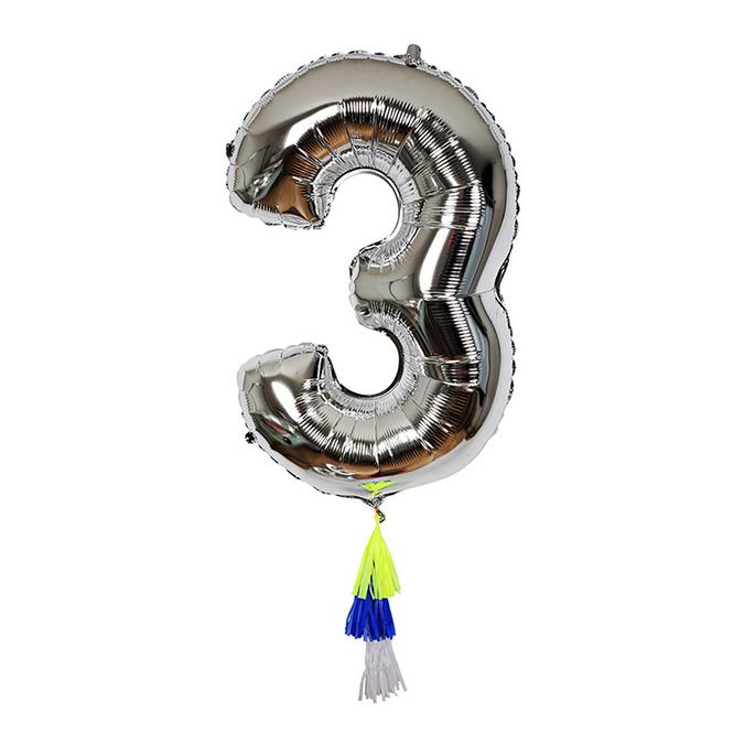 Ballon chiffre 3 et pompons