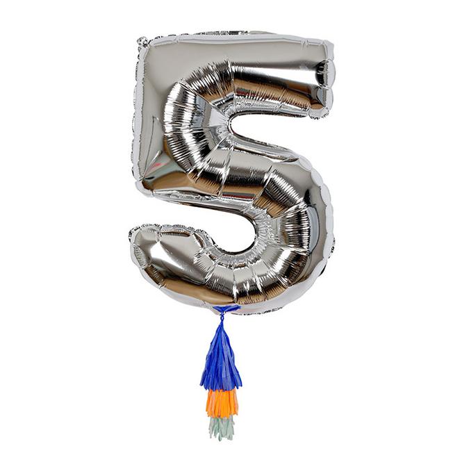 Ballon chiffre 5 et pompons