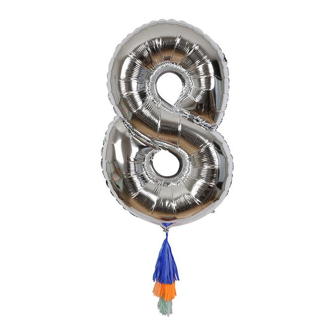 Ballon chiffre 8 et pompons