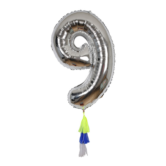 Ballon chiffre 9 et pompons