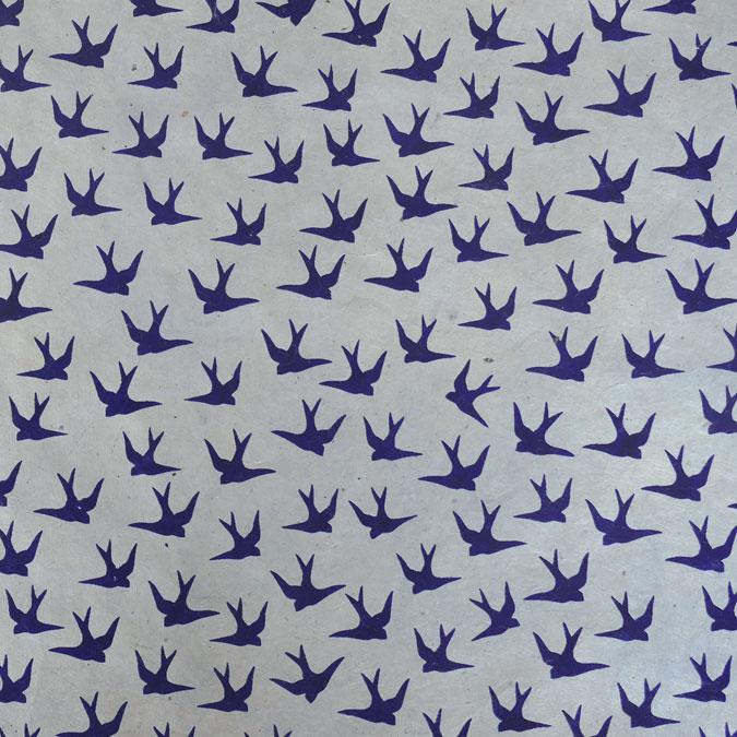 Papier Lokta Imprimé 50 x 75 cm Hirondelles gris